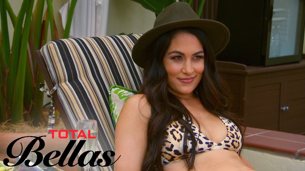 Brie Bella Wants to Pretend to Be Twin Nikki on Her Date | Total Bellas | E! 5