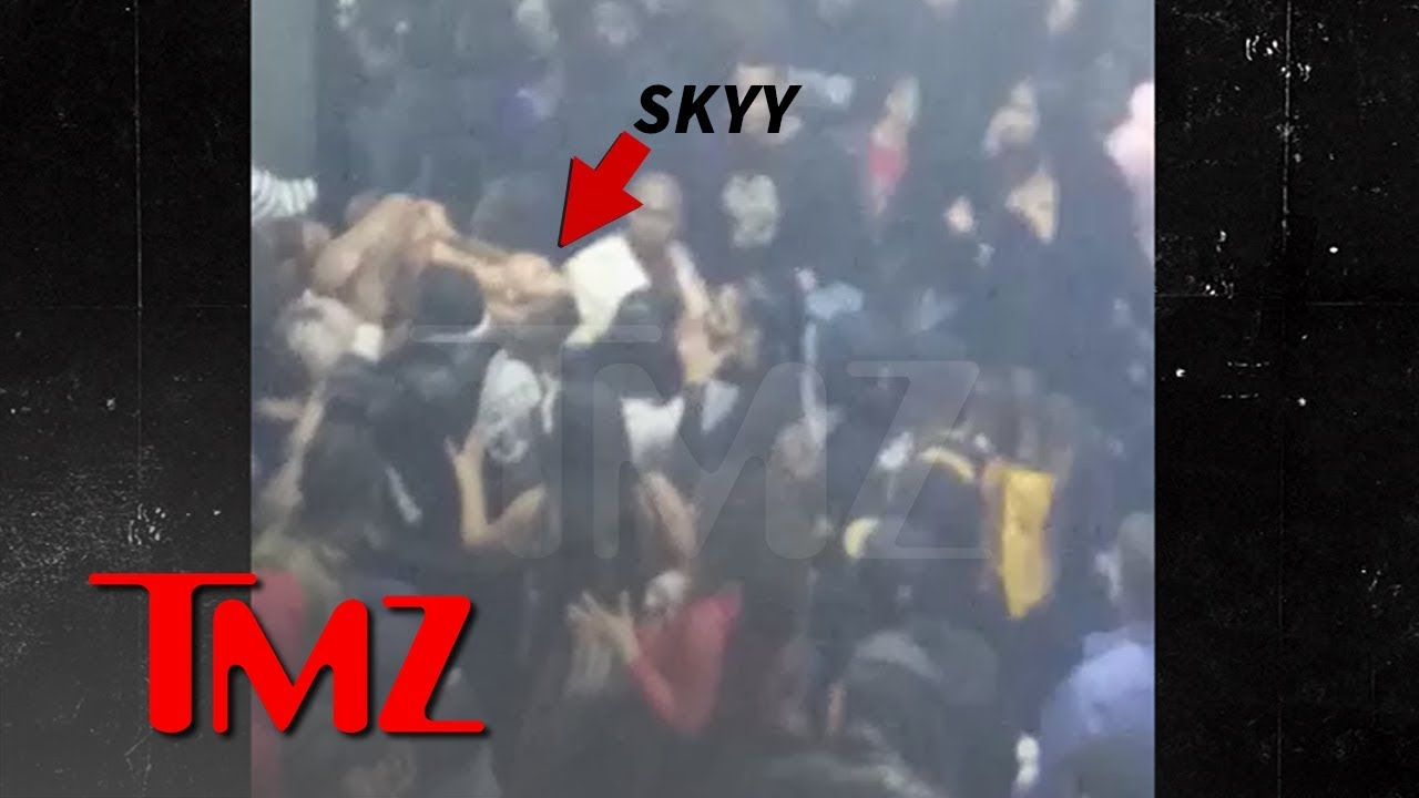 Alexis Skyy Carried Out of Super Bowl Party After People Thought Gunshots Fired | TMZ 4