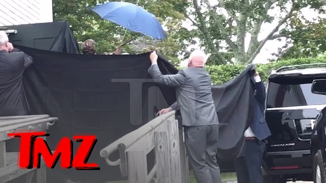 Taylor Swift BOOED For Hiding from Fans After Wedding | TMZ 4