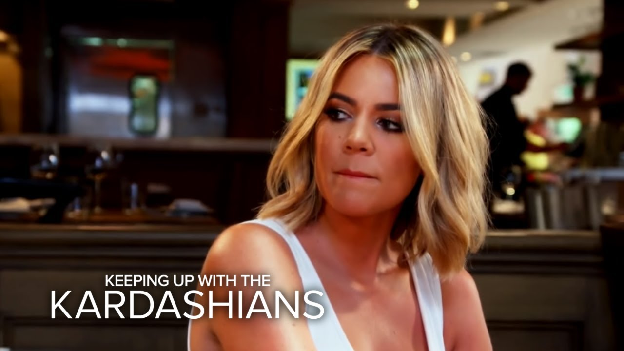 KUWTK | Khloé Kardashian Finds Out About Rob and Blac Chyna's Big Fight | E! 5