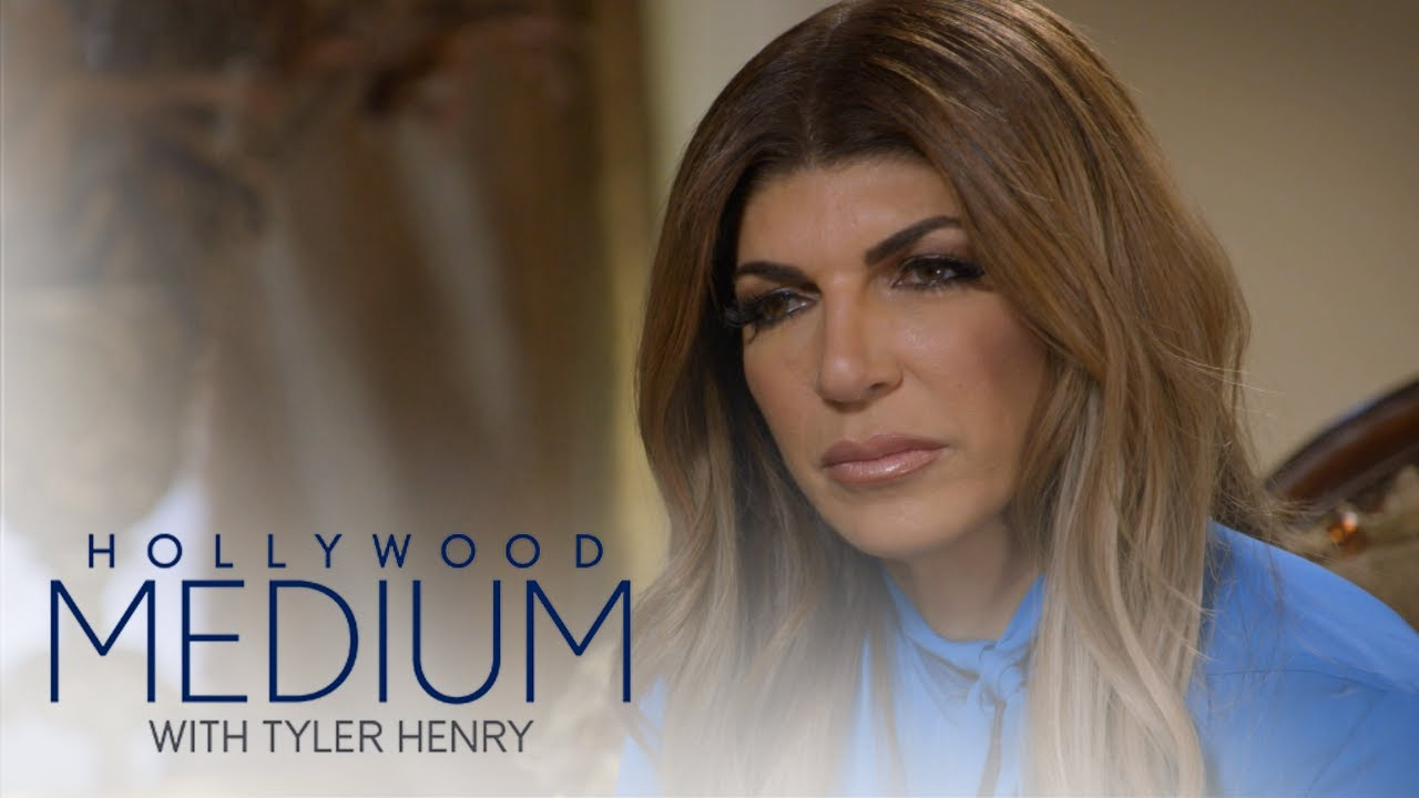 Teresa Giudice's Late Mom Comes Through During Reading | Hollywood Medium with Tyler Henry | E! 5