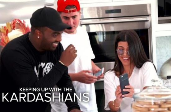 KUWTK | Kourtney Kardashian Accidentally Snapchats From Friend's Phone! | E! 8