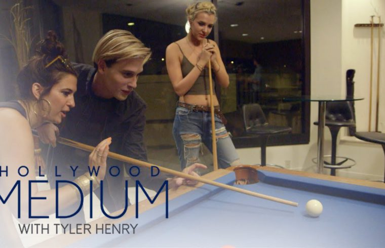 Tyler Henry Has a Blast at Game Night With Friends | Hollywood Medium with Tyler Henry | E! 1
