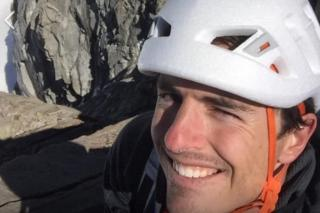 Brad Gobright: Free solo climber falls to his death - BBC News 1
